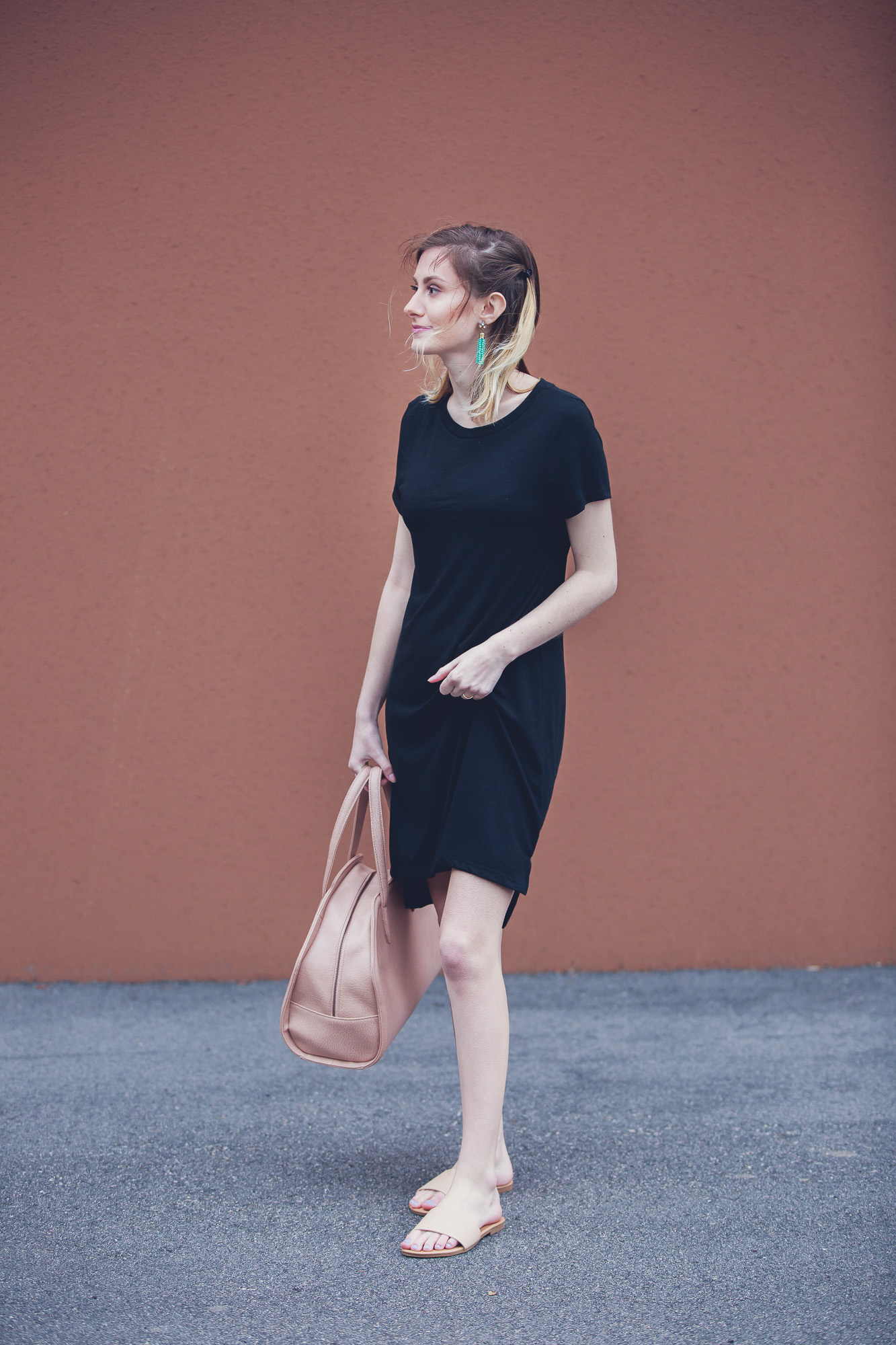 North Carolina lifestyle and fashion blogger, Jessica Linn, on Linn Style wearing a black t-shirt dress from Target, tan sandals from Forever21, Baublebar necklace, and carrying a Matt and Nat purse.