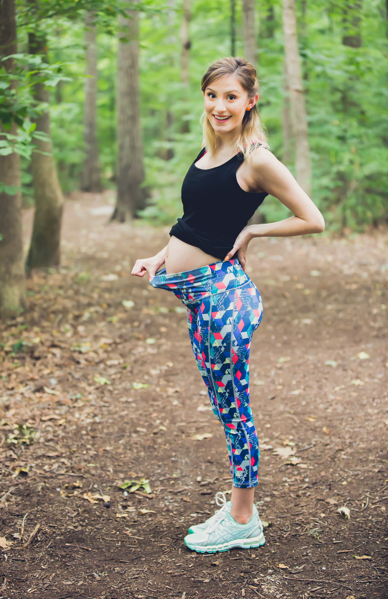 Lifestyle and fashion blogger Jessica Linn from Linn Style wearing athletic maternity wear from POP! Maternity a company from Australia. A geometric patterned capri yoga pants and a black singlet.