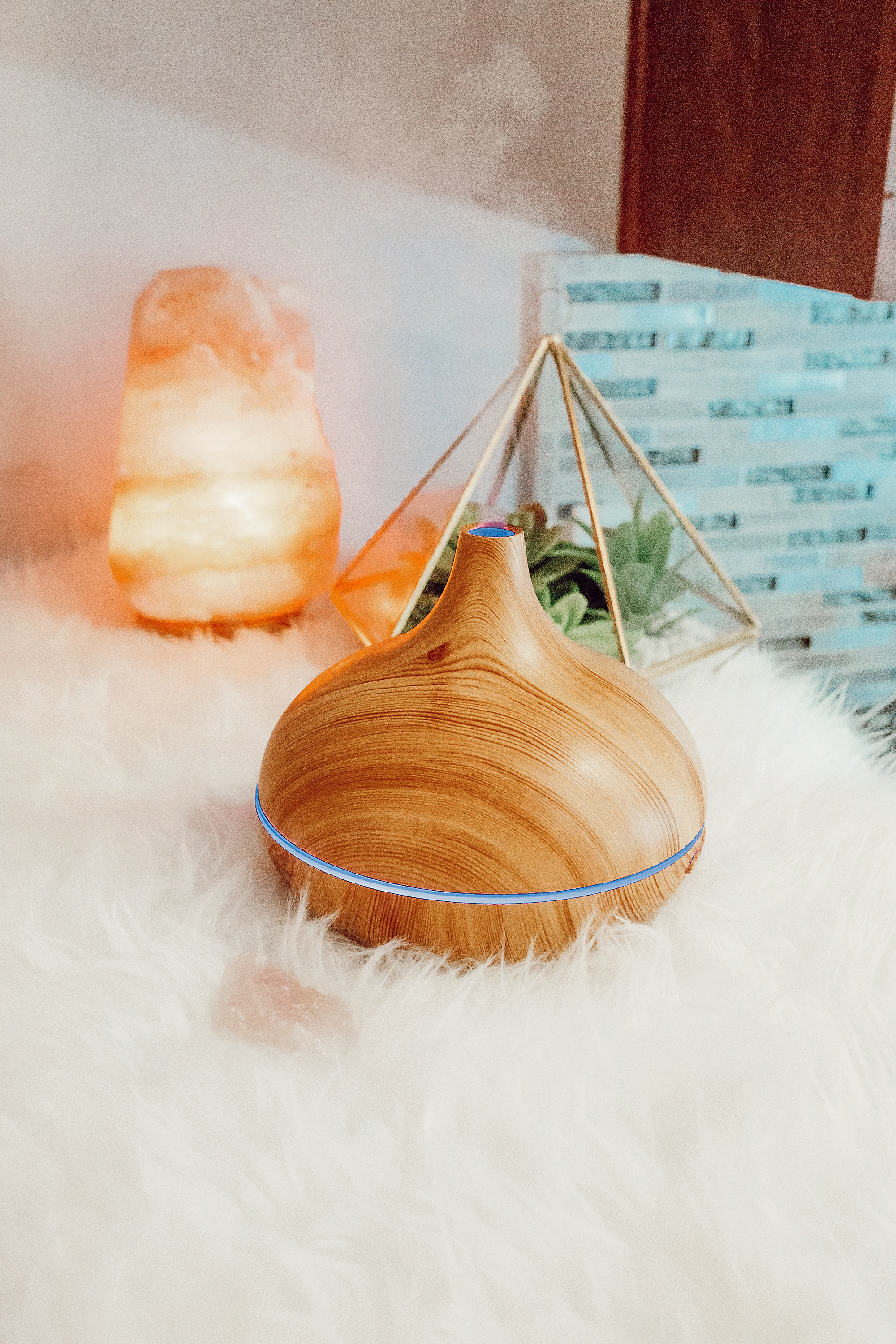 Health and Wellness Holiday Gift Guide | Amazon health and fitness products to gift. Amazon Essential Oil Diffuser with Art Naturals Essential Oils.