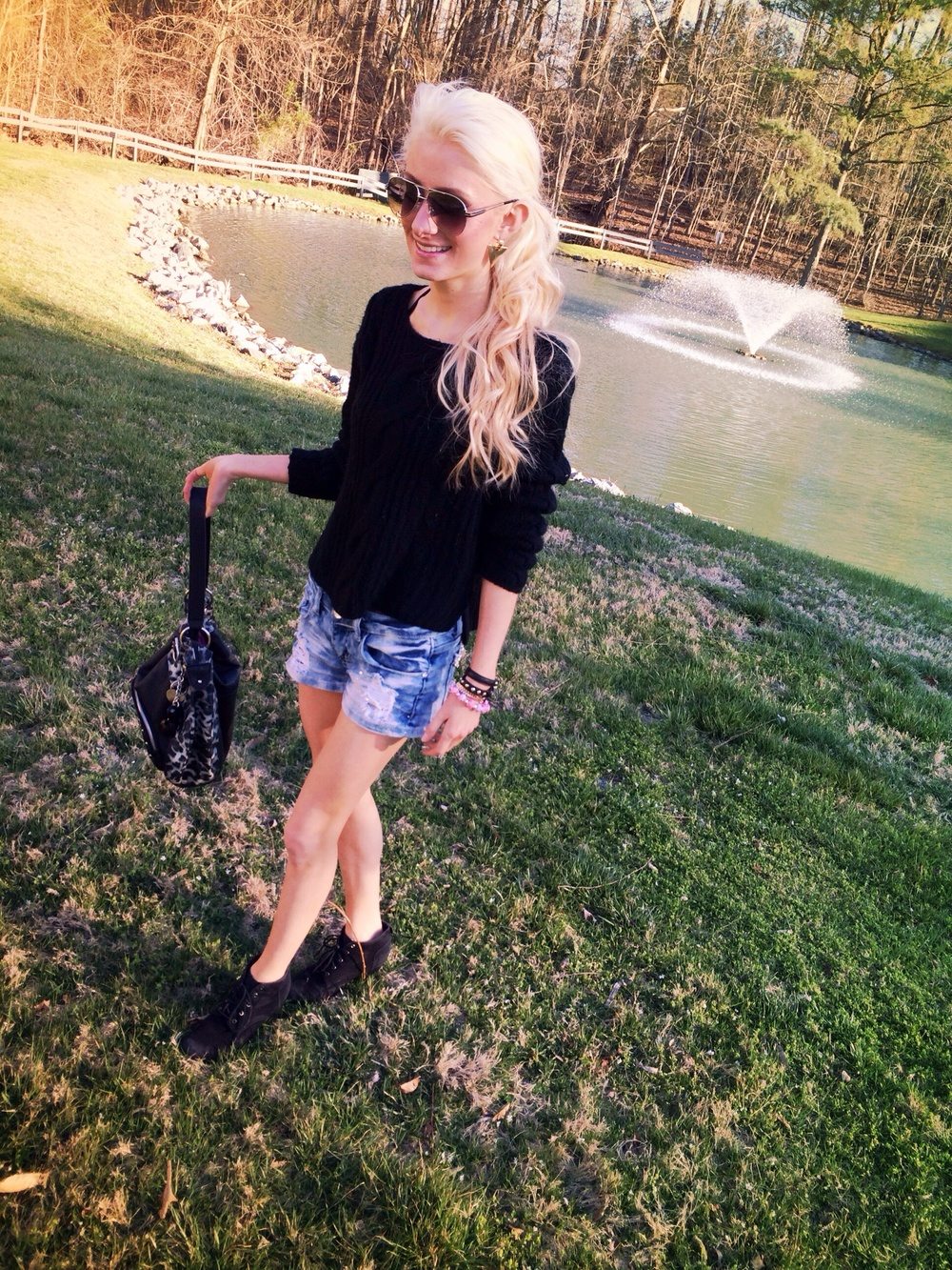 fashion and lifestyle blogger Jessica Linn on a trip in Williamsburg VA. Jessica is wearing a black knit sweater from Forever21 and denim shorts from Papaya, black booties, and a Cathy Van Zealand purse.