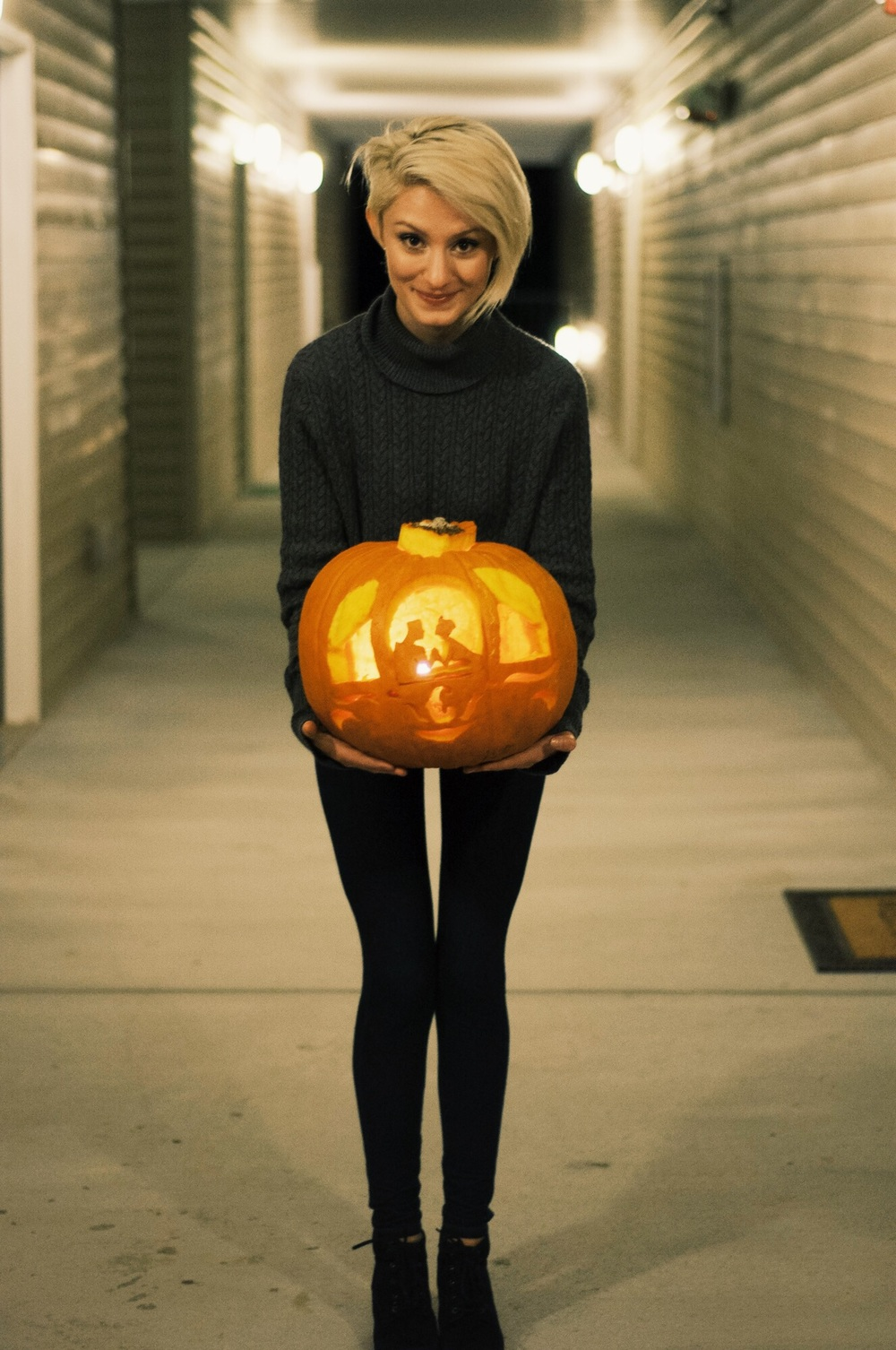 Officially Sweater Weather & Pumpkin Carving- Linn Style by Jessica Linn