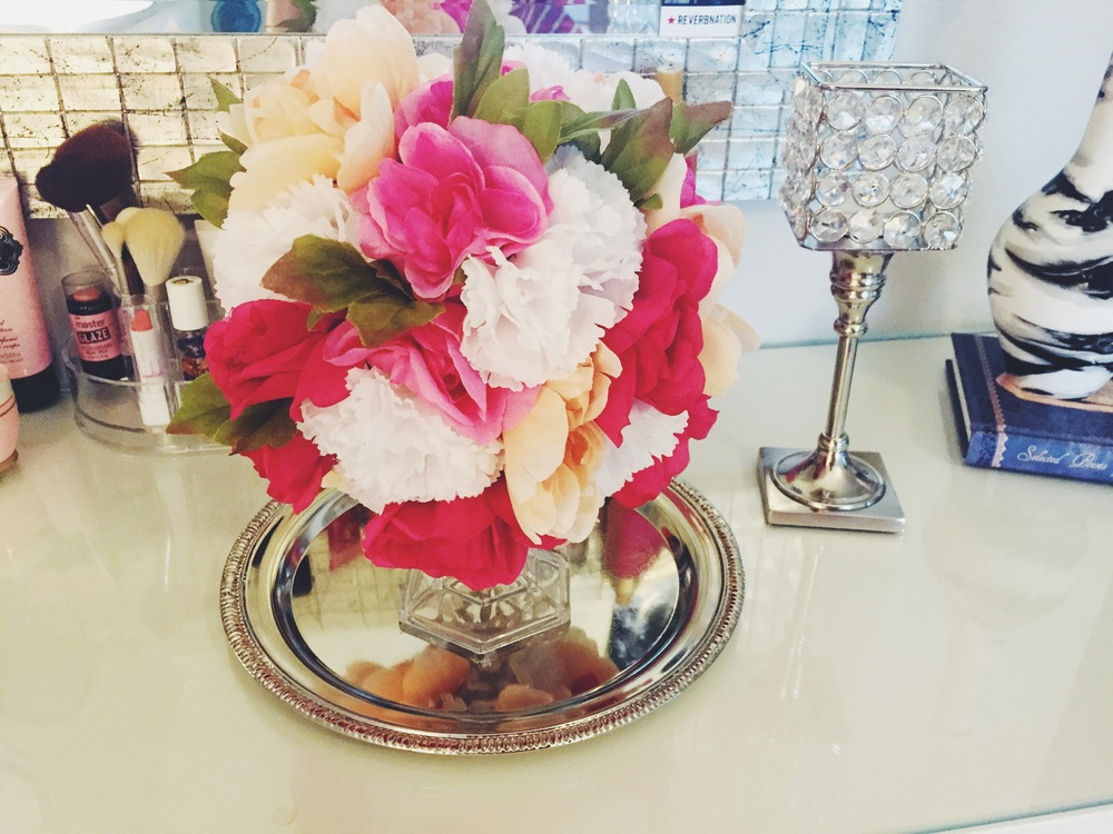 DIY Floral Sphere Center Piece | Dollar Tree Crafts | Linn Style by Cary North Carolina fashion and lifestyle blogger Jessica Linn.