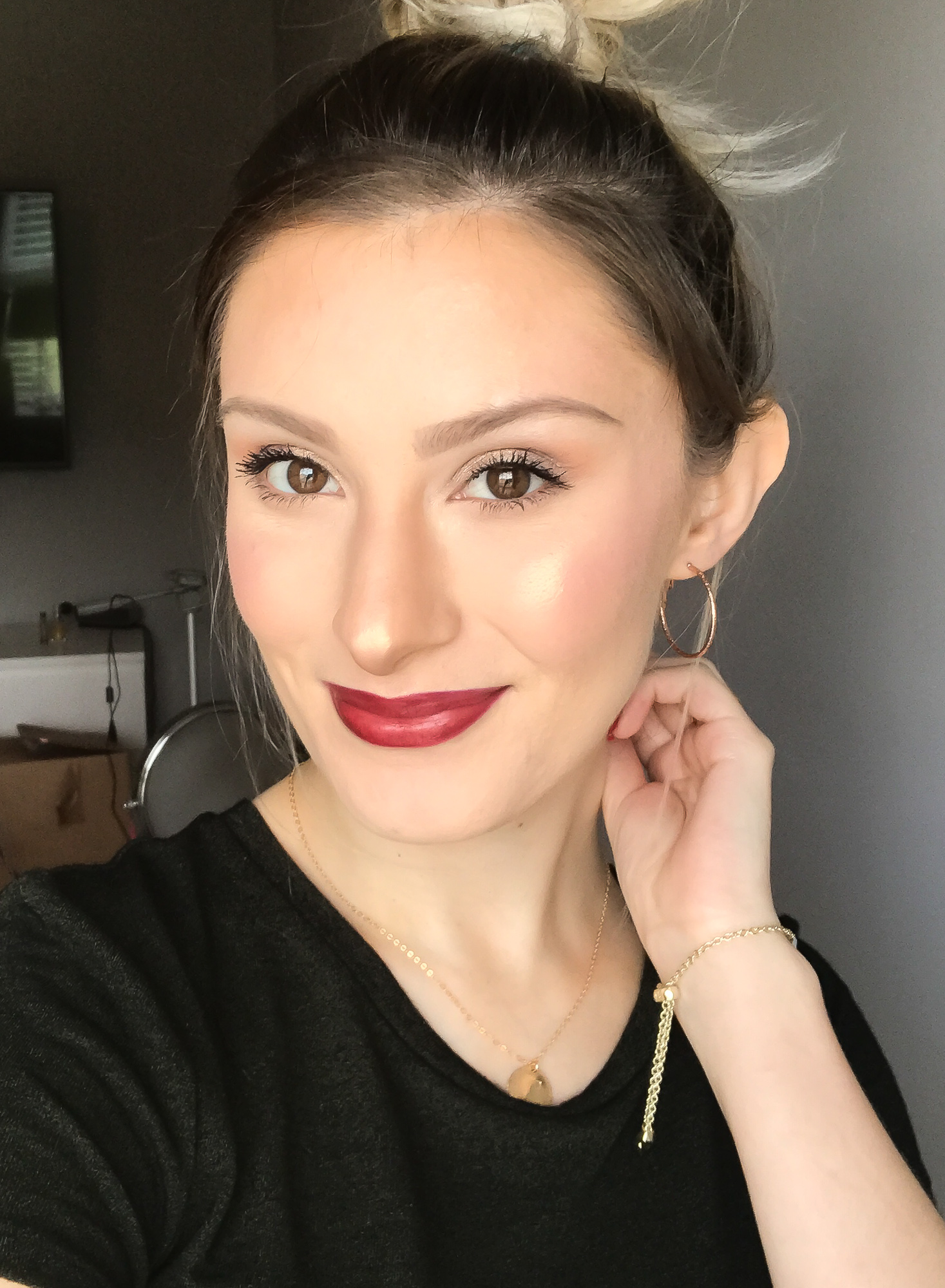 Lifestyle, fashion, and beauty blogger and vlogger Jessica Linn from Linn Style collaborating with SummerReign Cosmetics, a local Durham North Carolina lipstick company started by Ashley Summerville using all natural organic ingredients.