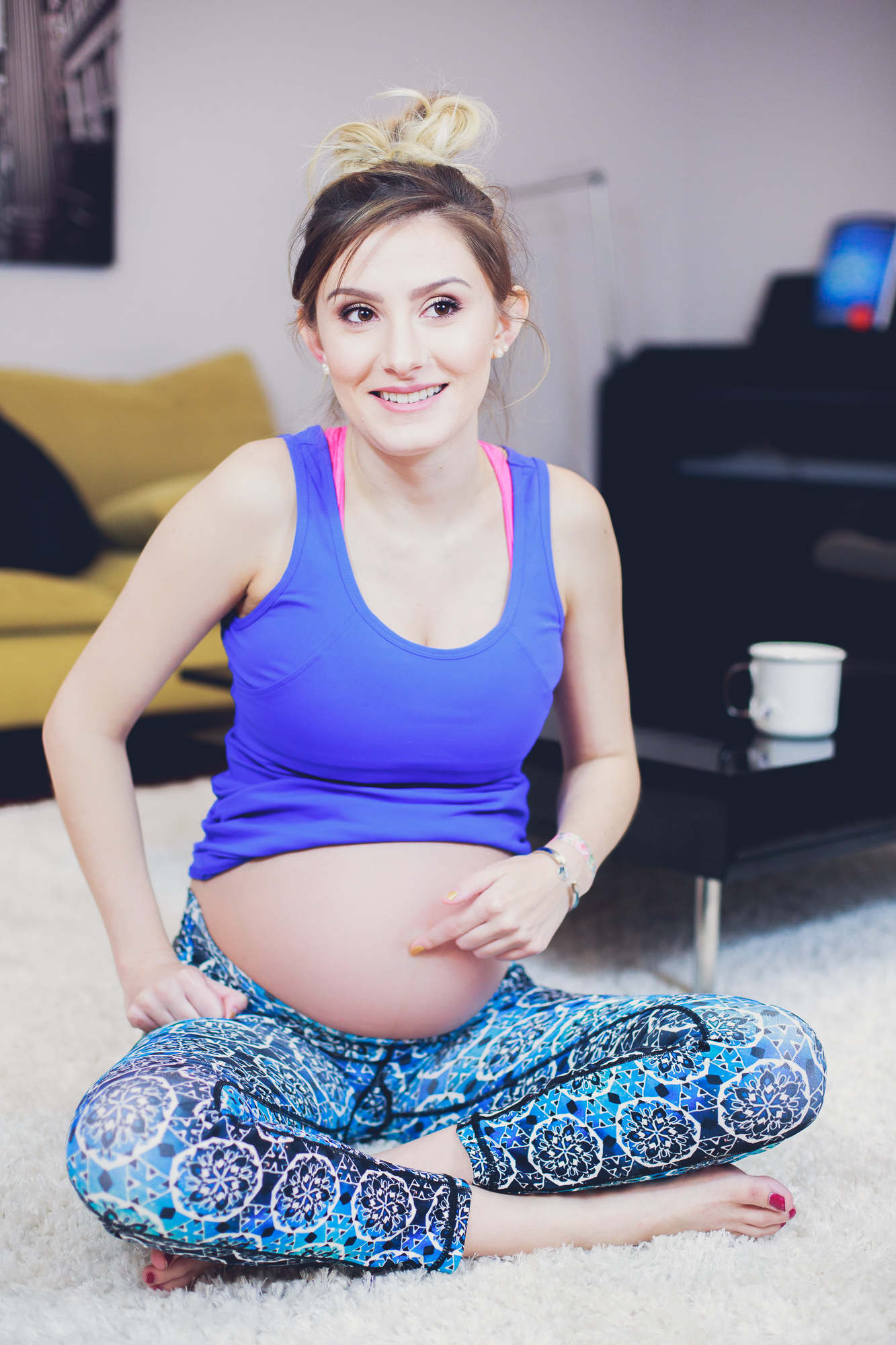 North Carolina Fashion, lifestyle, and beauty blogger Jessica Linn from Linn Style wearing POP! Maternity from Australia, a maternity fitness apparel company. Here are some pregnancy tips and tricks to help as you approach labor and to feel more comfortable.