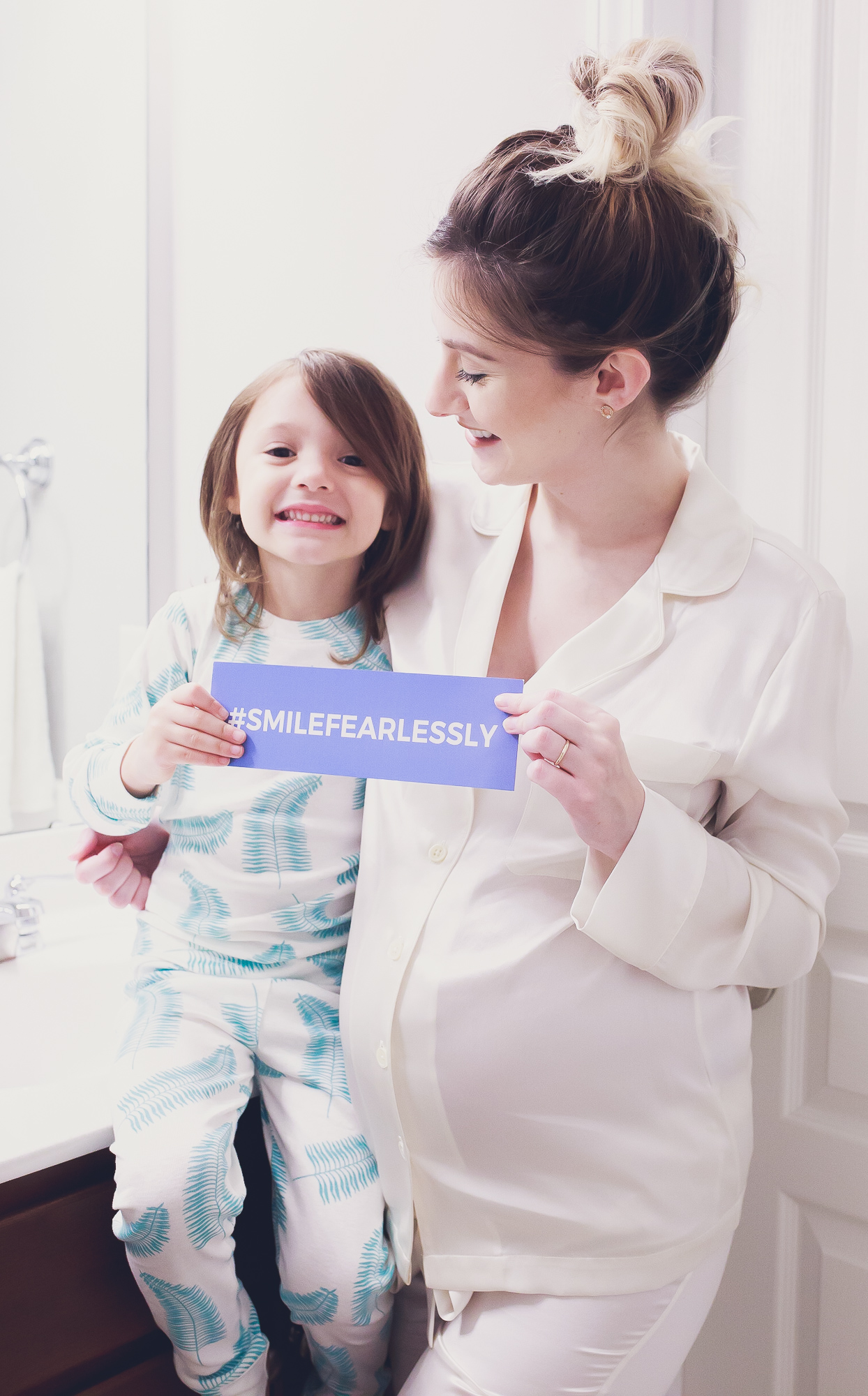 Lifestyle and fashion blogger Jessica Linn on Linn Style ins partnership with Smile Brilliant and the #smilefearlessly campaign. Vegan at home teeth whitening.
