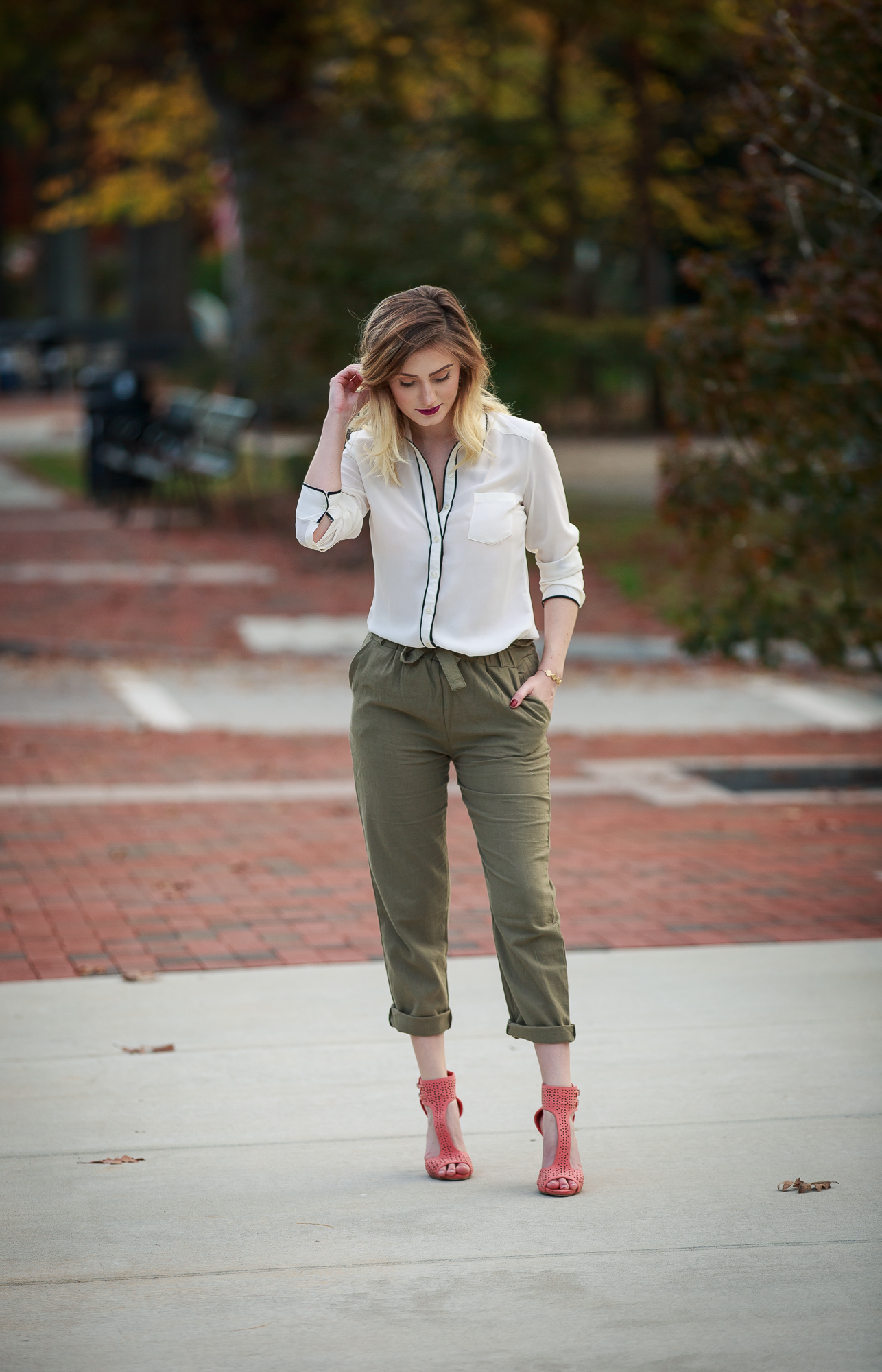 How to Dress Postpartum. Some quick tips and examples on dressing the postpartum body. Flattering Postpartum styling tricks to cover the stomach and diastase recti.
