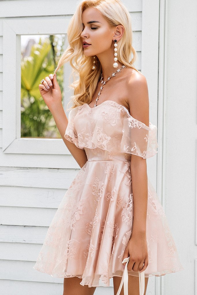 Valentines Day Date Outfit Ideas by lifestyle and fashion blogger Jessica Linn.The In Your Dreams Dress from Copper Bloom