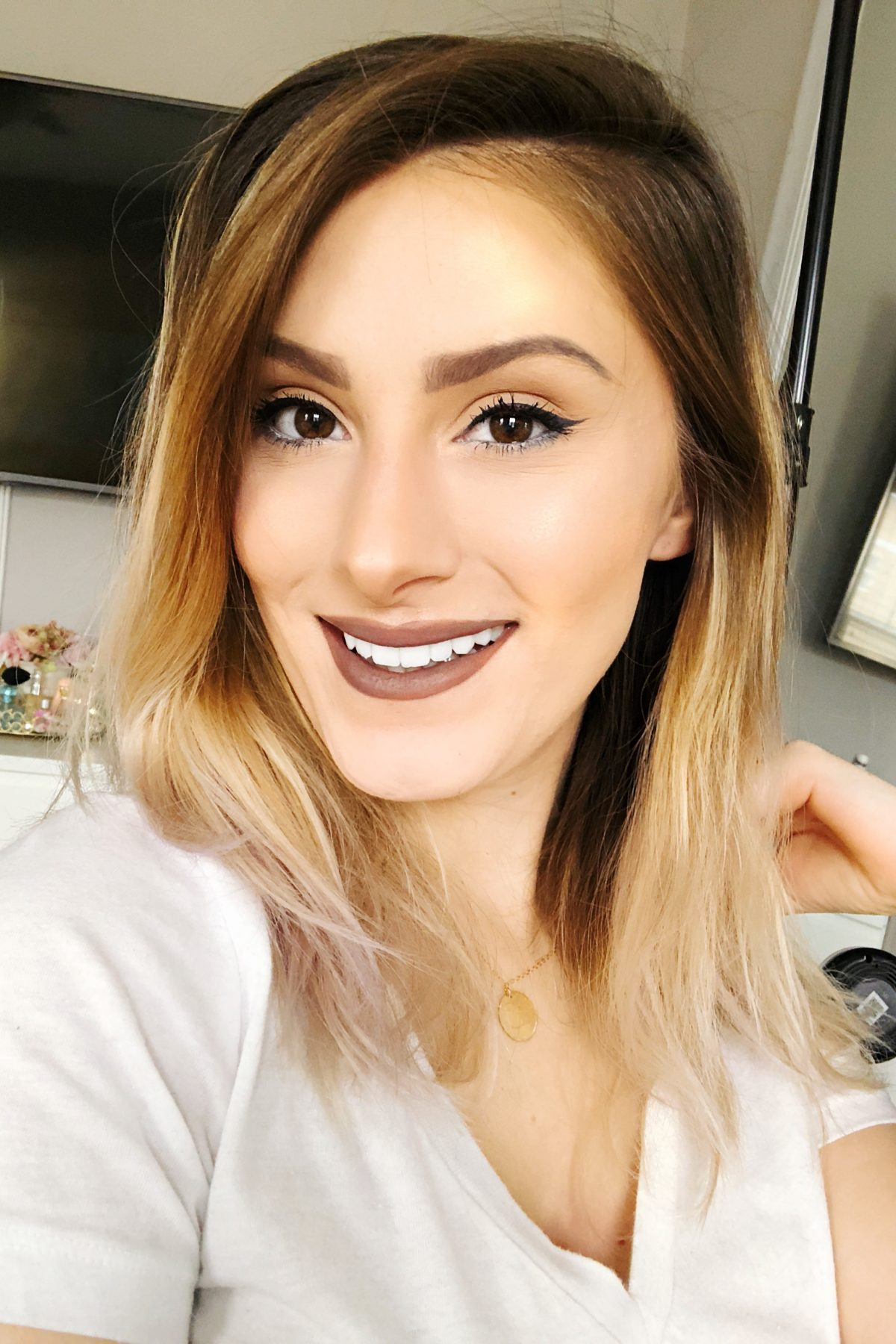 North Carolina fashion beauty and lifestyle blogger and vlogger Jessica Linn in a Youtube video review and demonstration of Carbon Coco The Ultimate Carbon Kit all natural organic activate charcoal teeth whitening