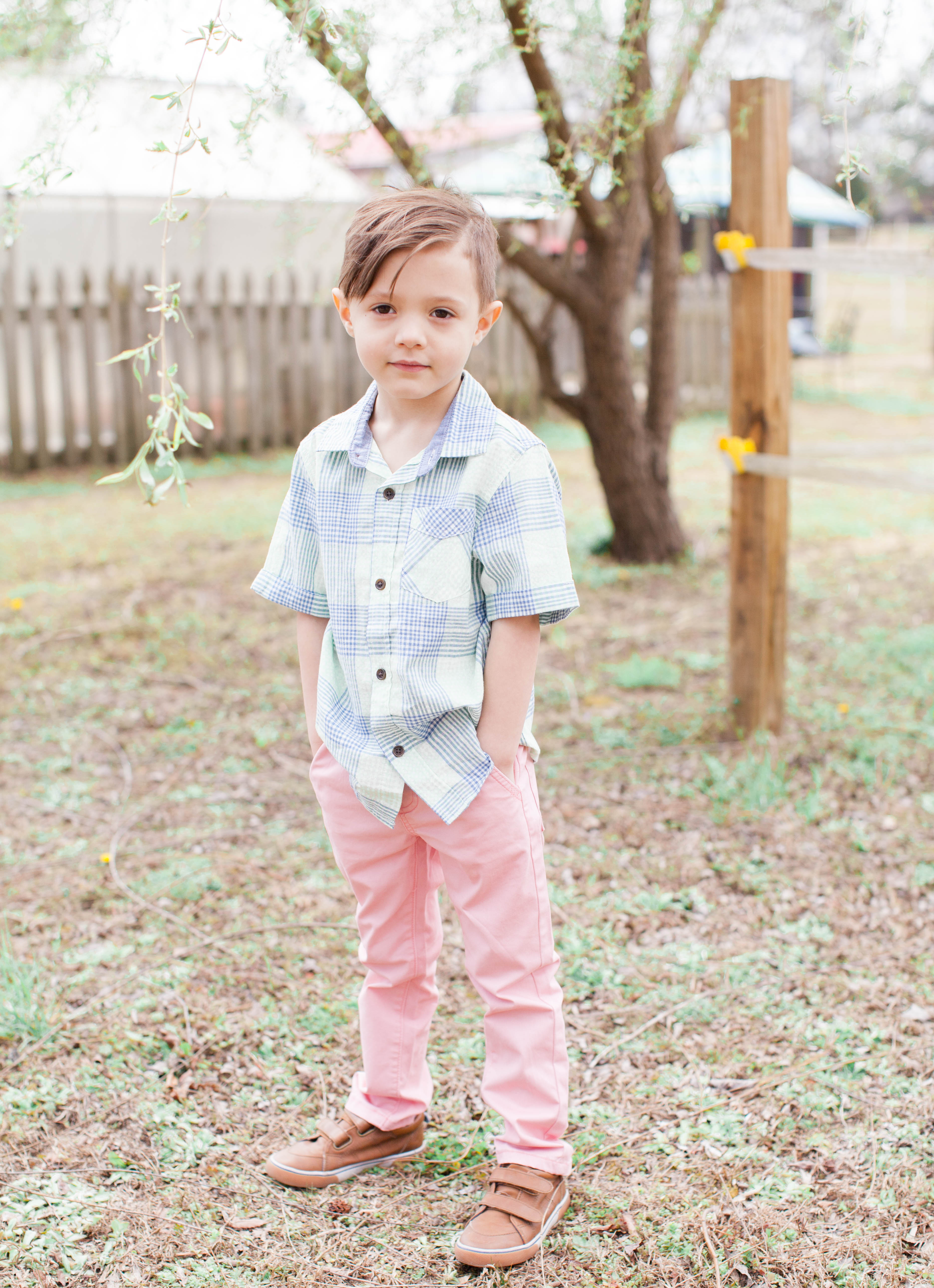 North Carolina fashion and lifestyle blogger and writer Jessica Linn in Valentine Fields Farm in Knightdale NC. Spring and Easter family photography by Hayley Gastiger a local North Carolina photographer. Children photography.