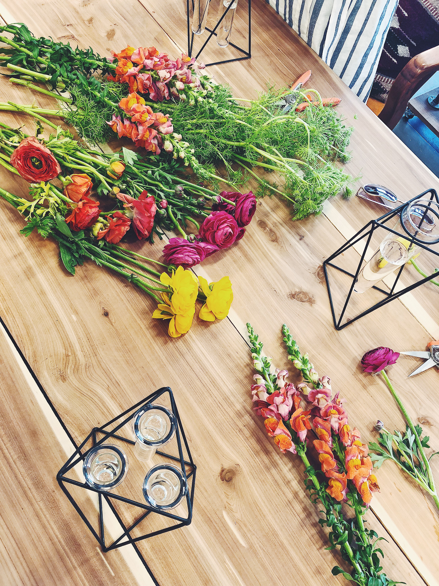 Fun things to do in Fayetteville North Carolina. Popular NC blogger Jessica Linn exploring historic downtown Fayetteville North Carolina. Flower arranging class with Gathered at LeClair's General Store.