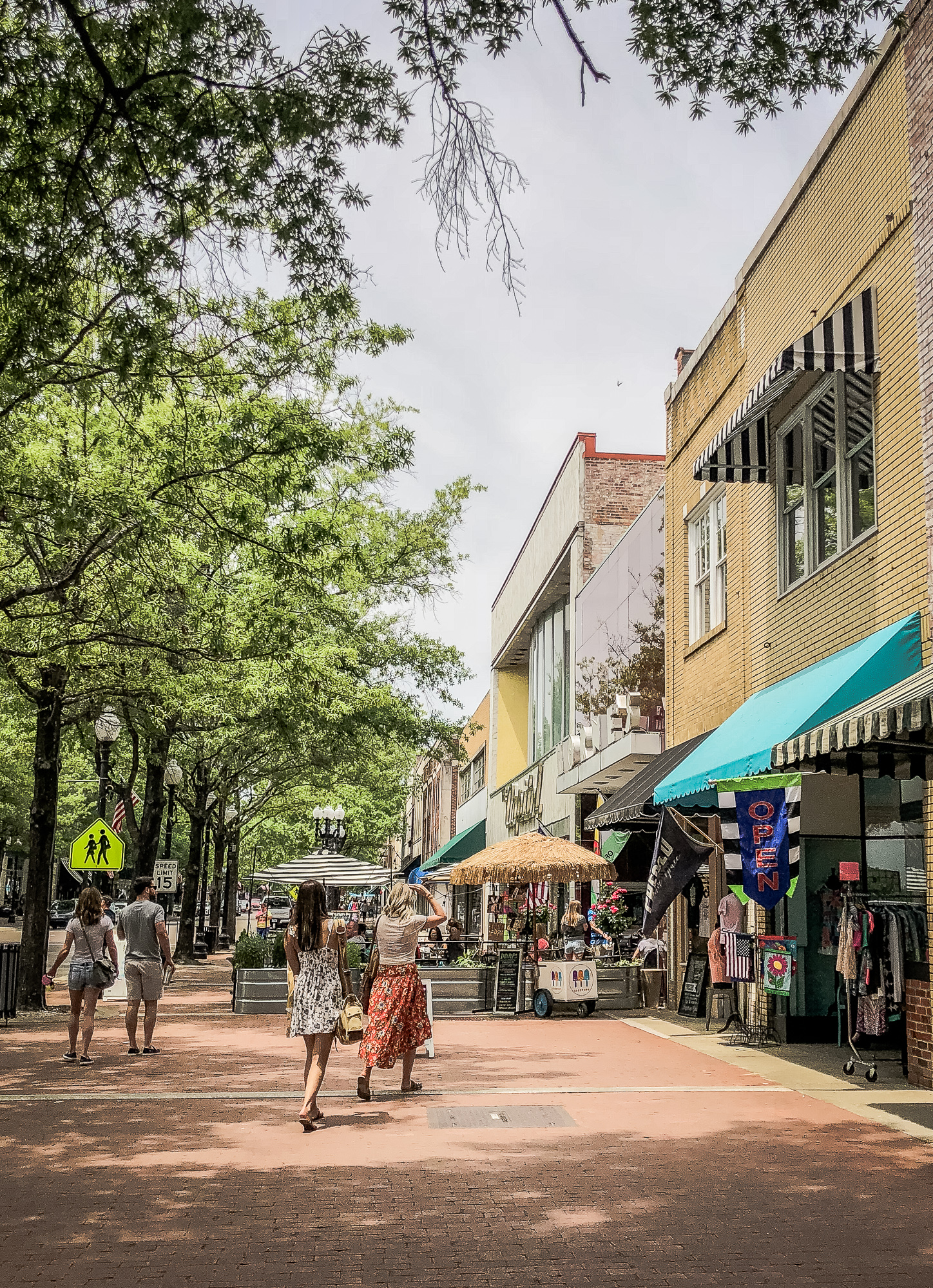 Fun things to do in Fayetteville North Carolina. Popular NC blogger Jessica Linn exploring historic downtown Fayetteville North Carolina.