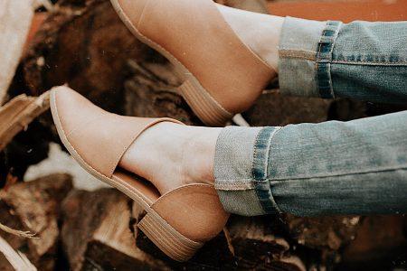 North Carolina fashion and lifestyle blogger Jessica Linn, fall 2018 fashion. Shop a fashion bloggers closet!