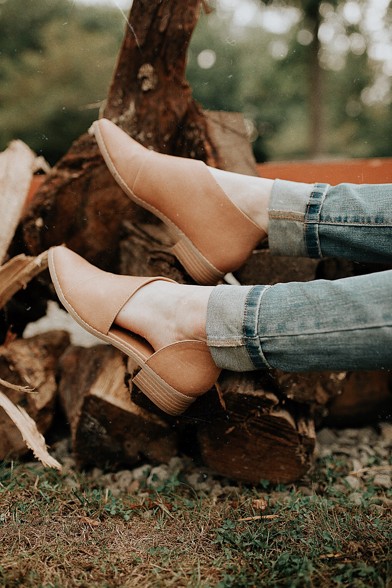 The Comfortable Wenda Cut Out Ankle Boots from target- Review and fall outfit inspiration by North Carolina fashion and lifestyle blogger Jessica Linn.