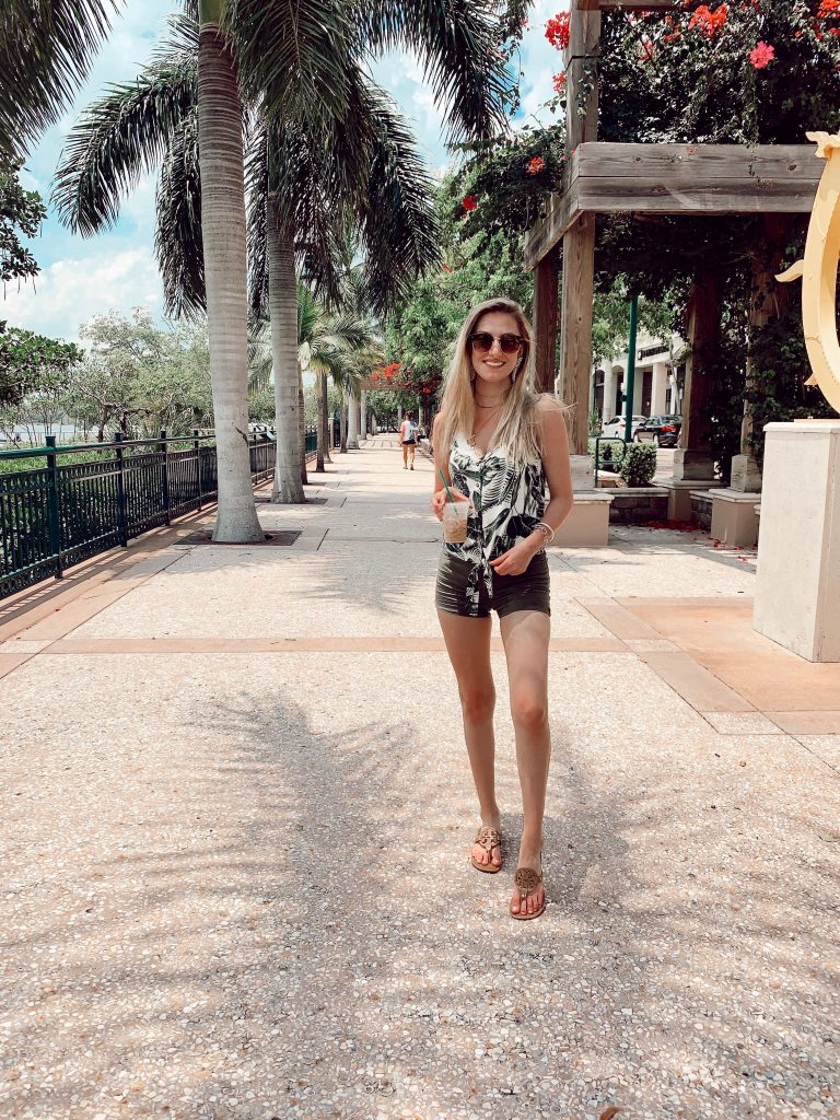 What To Wear on Summer Vacation to Jupiter Florida in June (For Women) by fashion blogger Jessica Linn.